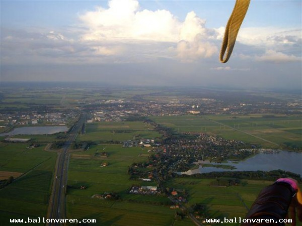PH-JPH-Luchtballon-boven-Friese-Meren-van-Joure-tot-Rotsterhaule