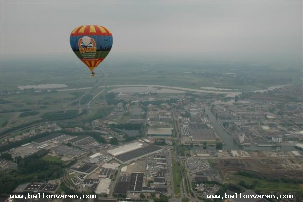 PH-VIP-Ballonvaart-van-Harfsen-over-kermis-in-Deventer-naar-Oene